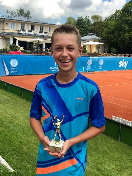 Tom Bittner gewinnt Iphitos Tennisturnier